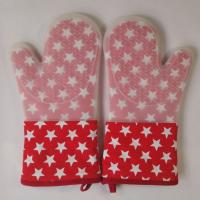 China Little Star Printed Red Silicone Gloves Heatproof Kitchen Oven Mitts 7.25 x 13.25 inch wholesale